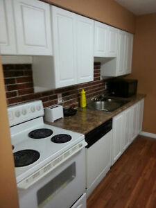 4 Bedroom townhouse- 5min from University. Includes Utilities.