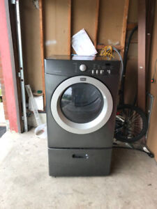 Frigidaire 27 inches Dryer w/h pedestal For Sale