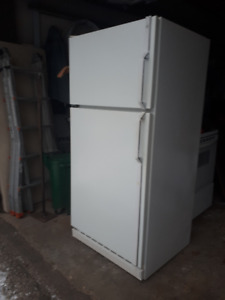 GE Fridge GREAT SHAPE 30""