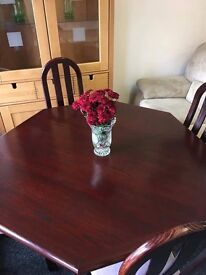 Octagonal table and chairs can deliver
