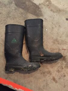 Steel toe rubber boots size 9