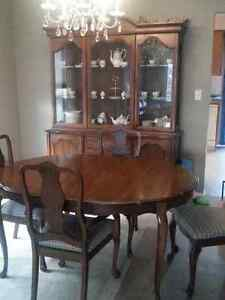 Dining Table, 4 chairs and Hutch Kingston Kingston Area image 1