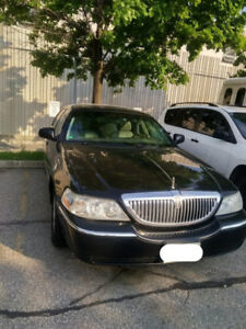 2011 Lincoln Town Car Signature Limited for Sale