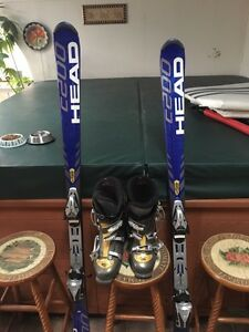 Selling HEAD skis with size 9 HEAD boots  Kitchener / Waterloo Kitchener Area image 1