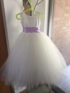 Flower Girl Dress - PRISTINE!