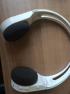 Logitech Bluetooth headphone, applied with phone-call or music