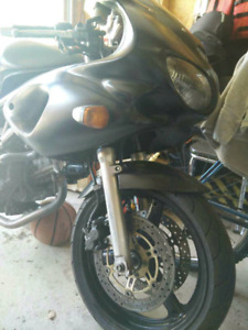 Motorcycle - 2001 SV650S price negotiable