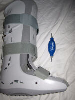 FOOT AIRCAST WITH PUMP SIZE MEDIUM