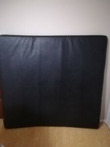 6foot tri- fold tonneau cover like new condition.