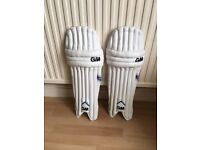 Gun and Moore Apex Pro batting pads youths