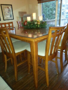 High top table with 8 chairs. Perfect for entertaining.