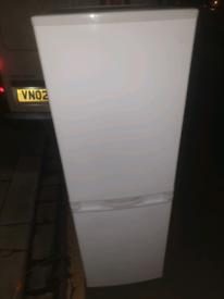 Excellent condition 5ft Fridge freezer can