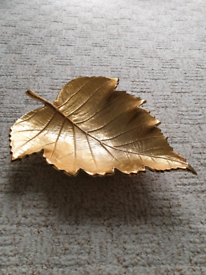 God decorative leaf shaped plate