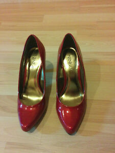 Burgundy red pumps, heels from Nine&Co, worn only once! Kitchener / Waterloo Kitchener Area image 2