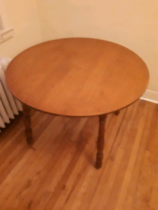 Round Table/Dining Table