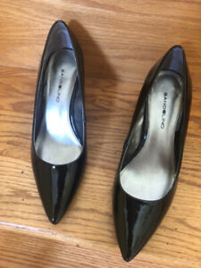 Black Pantent pumps