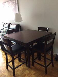 Ensemble de salle à manger (Table et 4 chaises)