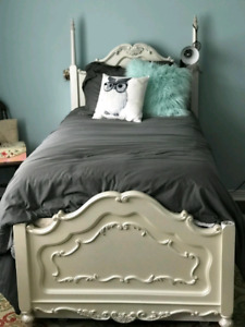 Twin Canopy Bed w/Trundle - White