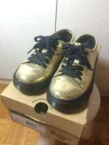 Dr. Martens_ Spin Ltt shoe gold // SIZE UK3