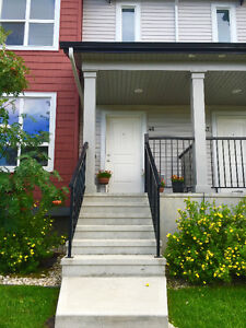 Beautiful townhouse for rent! Available 1st week of October!