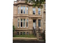 ** UNDER OFFER ** Airy and Bright 3 Bed Flat, Heart of West End. £1100 PCM. ** UNDER OFFER**