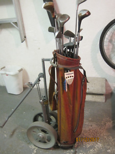 Golf clubs for sale/Ensemble de bâtons de golf