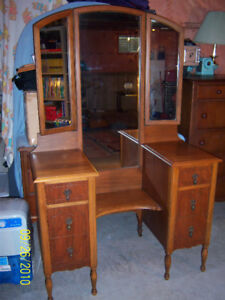 vanity - 6 drawer with 3 mirrors