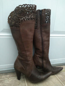 Brown leather boots - size 38