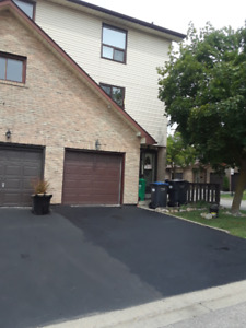 3 BEDROOM END UNIT TOWNHOUSE FOR SALE IN BRAMPTON
