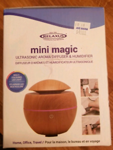 Brand new Aromatherapy Diffuser & Humidifier with 2 Oils.