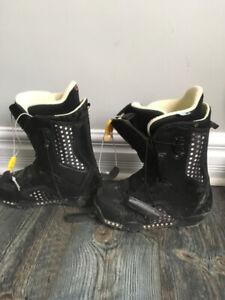 Women Snowboard Boots - Size 7 Burton