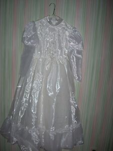 robe de première communion ou bouquetière