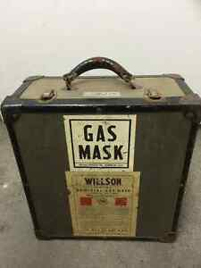 Gas Mask Willson double ww2 or 1950s kit in case Saint-Hyacinthe Québec image 1