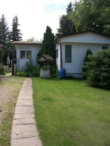 WELL MAINTAINED MOBILE HOME IN SMOKY LAKE