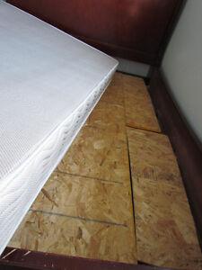 queen bed /queen mattress