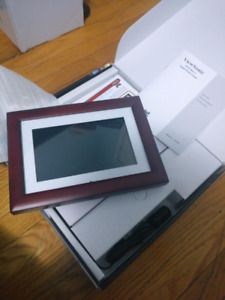 """Brand New ViewSonic 7"""" Digital Photo Frame (wooden). Never used."""
