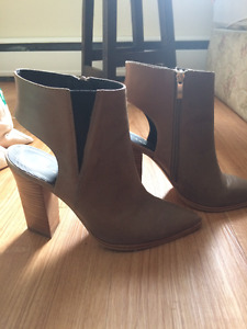 Light brown Trouve leather heels/booties