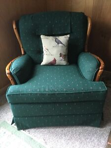 Contents Sale - Armchairs & Furniture - Coboconk, ON