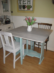 Reclaimed, Reloved Chalk Painted VINTAGE DROP LF GATE LEG TABLE!