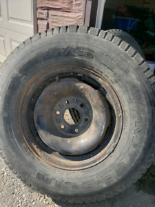 2 Michelin 245 /75r16 mud /snow tires