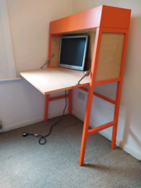 Desk, foldable, in wood and orange