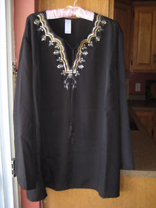 BLACK TUNIC TOP, FROM AVON, SIZE 2X, NEVER WORN