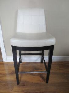 Chaise haute pour votre décor.