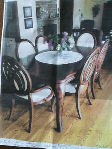 Dining table and chairs Kawartha Lakes Peterborough Area image 1