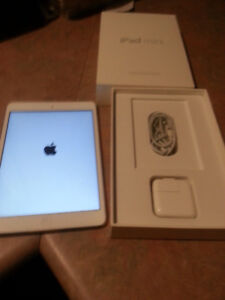 IPAD MINI IN ORIGINAL BOX  USED ONLY ONCE !!!!  (WHITE/SILVER)