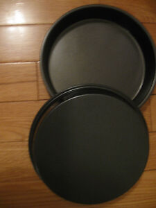 PAIR HEAVY VINTAGE ``9.5 inch WASHINGTON PIE PLATES