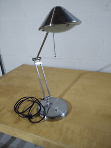 Modern table lamp in great condition