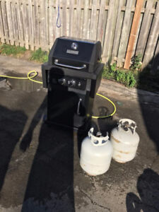 Master Forge BBQ 2 burner electric start. comes with two tanks,