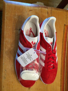 adidas gazelle sneakers size 9 mens, red hard to find, brand new