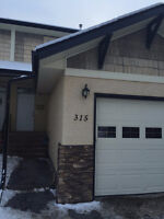 SINGLE GARAGE, 3 bed townhouse in desirable Anders $1300!!!!